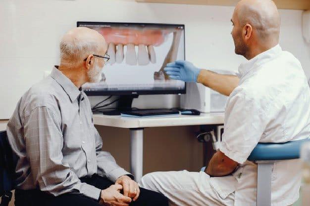 Implantólogo
