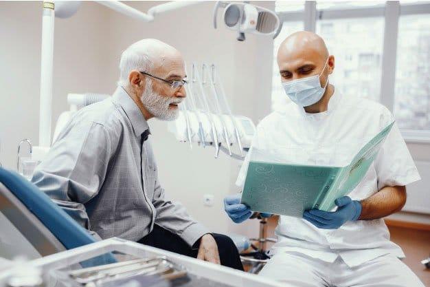 Lesion de las raices con implantes