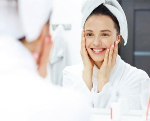 Limpieza facial cada día en pieles con acné