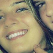 Sonrisa perfecta en hombres y mujeres